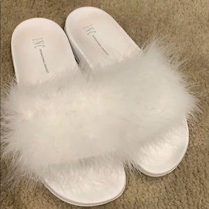 Inc white fuzzy slides - L 9/10